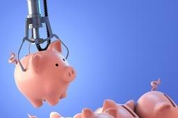 Tirelire cochon choisie par un bras automatisé parmi d'autres